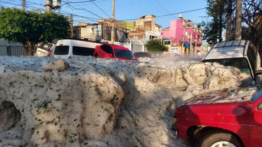 Guadalajara amanece con bloques de hielo tras intensa granizada